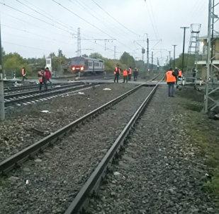 На месте столкновения поезда с автобусом на железнодорожном переезде, станция Покров Владимирской области РФ