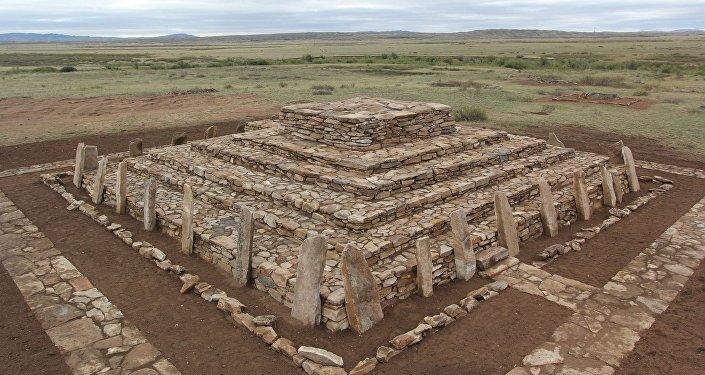Карагандинские археологи завершили реконструкцию Сарыаркинской пирамиды