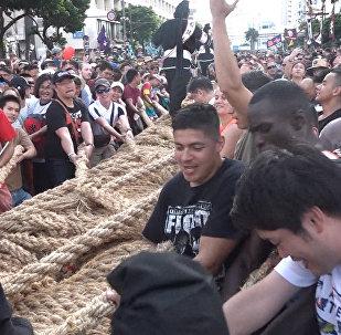Жапон қаласы Нахада ең жуан әрі ең ұзын арқан тартысы болды, арқанның ұзындығы 200 метрге жетеді