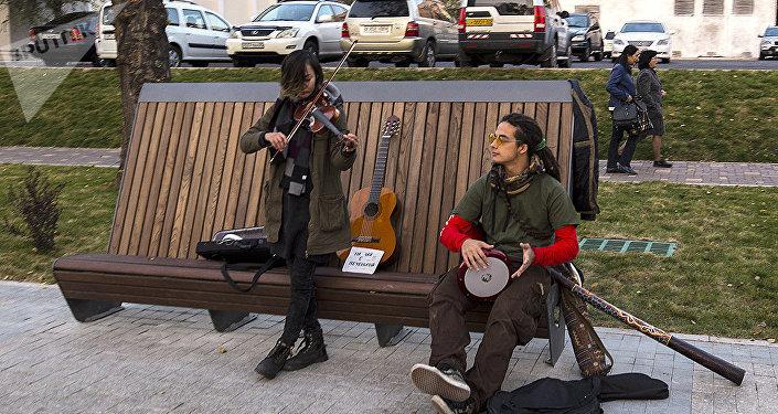 Уличные музыканты в Алматы