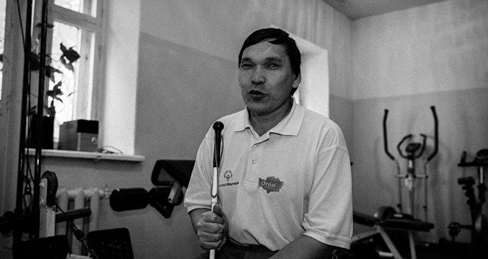 Незрячий массажист Ринат Низаметдинов