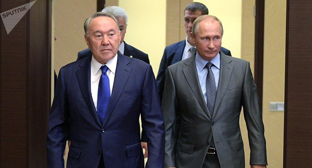 Президент Казахстана Нурсултан Назарбаев (слева) и президент РФ Владимир Путин