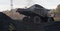 Самосвал с углем, архивное фото