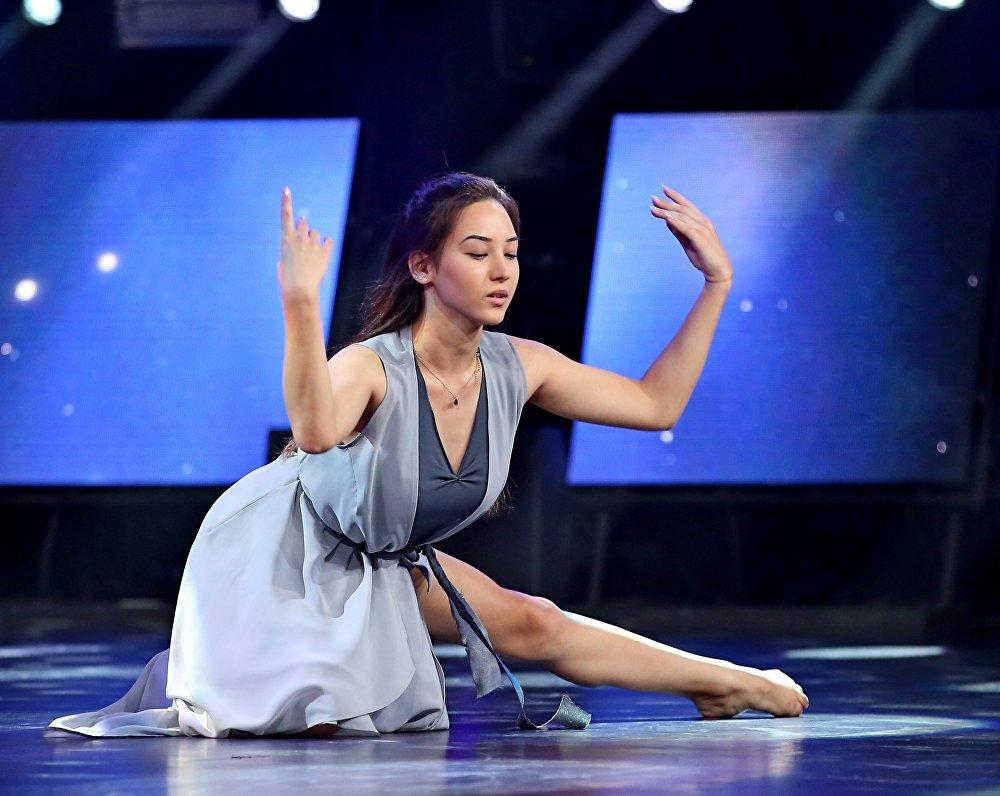 Анастасия Овчинникова во время выступления на шоу Ты супер! Танцы