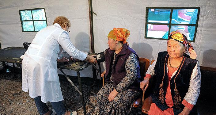 Пункт медпомощи рядом с КПП на границе Казахстана и Кыргызстана