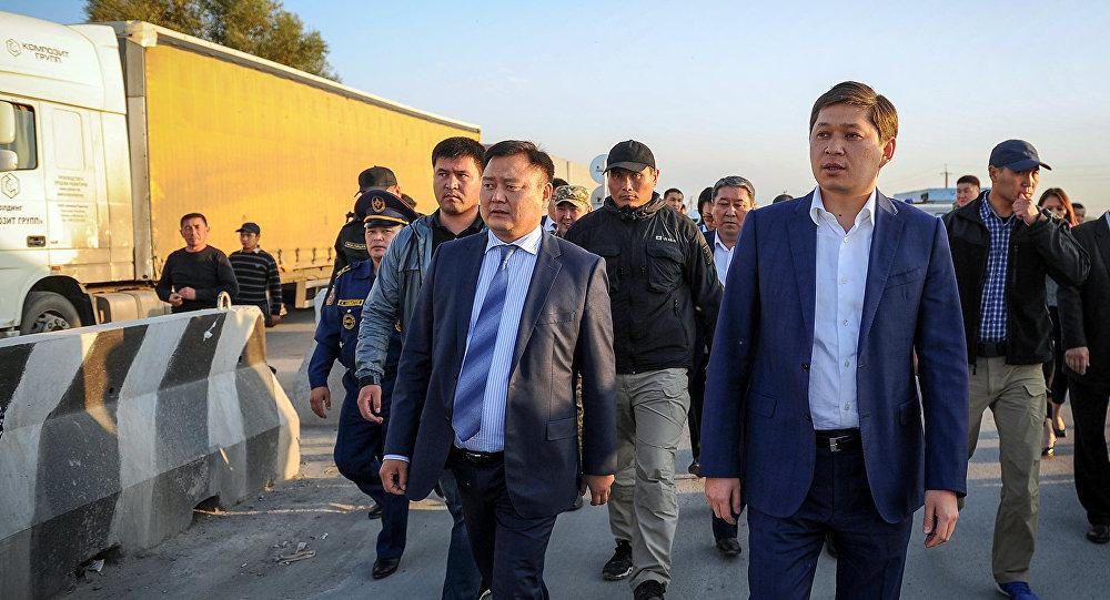 Премьер-министр Кыргызстана Сапар Исаков посетил контрольно-пропускные пункты