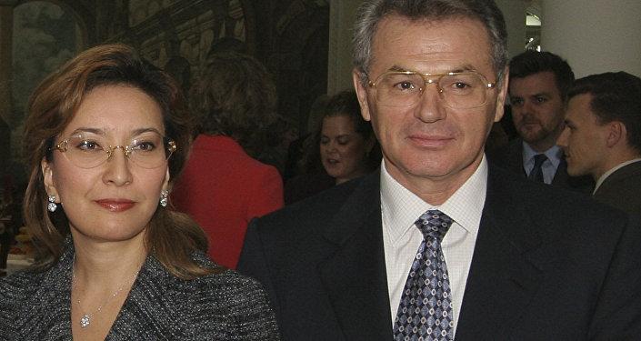 Виктор Храпунов с супругой Лейлой, архивное фото