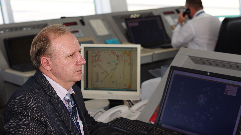 Руководитель полетов аэродромного диспетчерского центра в Астане Сергей Шевчик