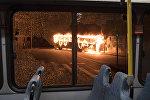 Өртеніп жатқан автобус, архивтегі фото
