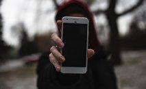 Телефон в руке, архивное фото