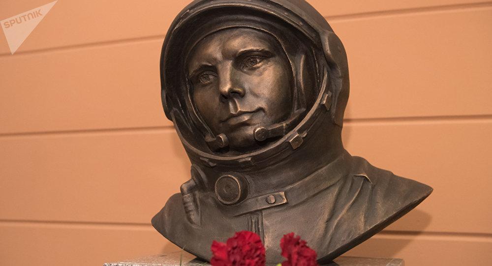 ВАстане установили бюст первому космонавту Юрию Гагарину