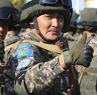 Казахстанские военнослужащие во время учений, архивное фото