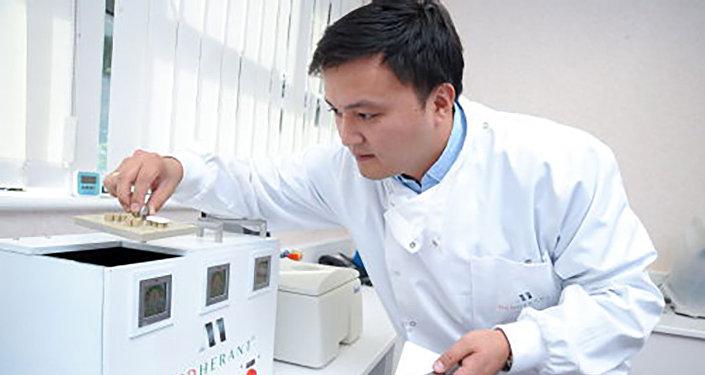 Габит Нурумбетов в процессе тестирования лекарства