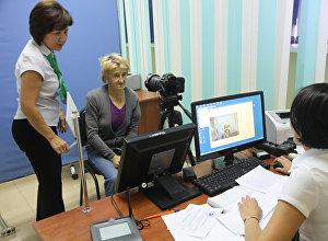 В Уральске женщине, жившей в лесу, сделали документы за счёт ЦОНа