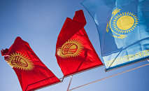Флаги Казахстана и Кыргызстана, архивное фото