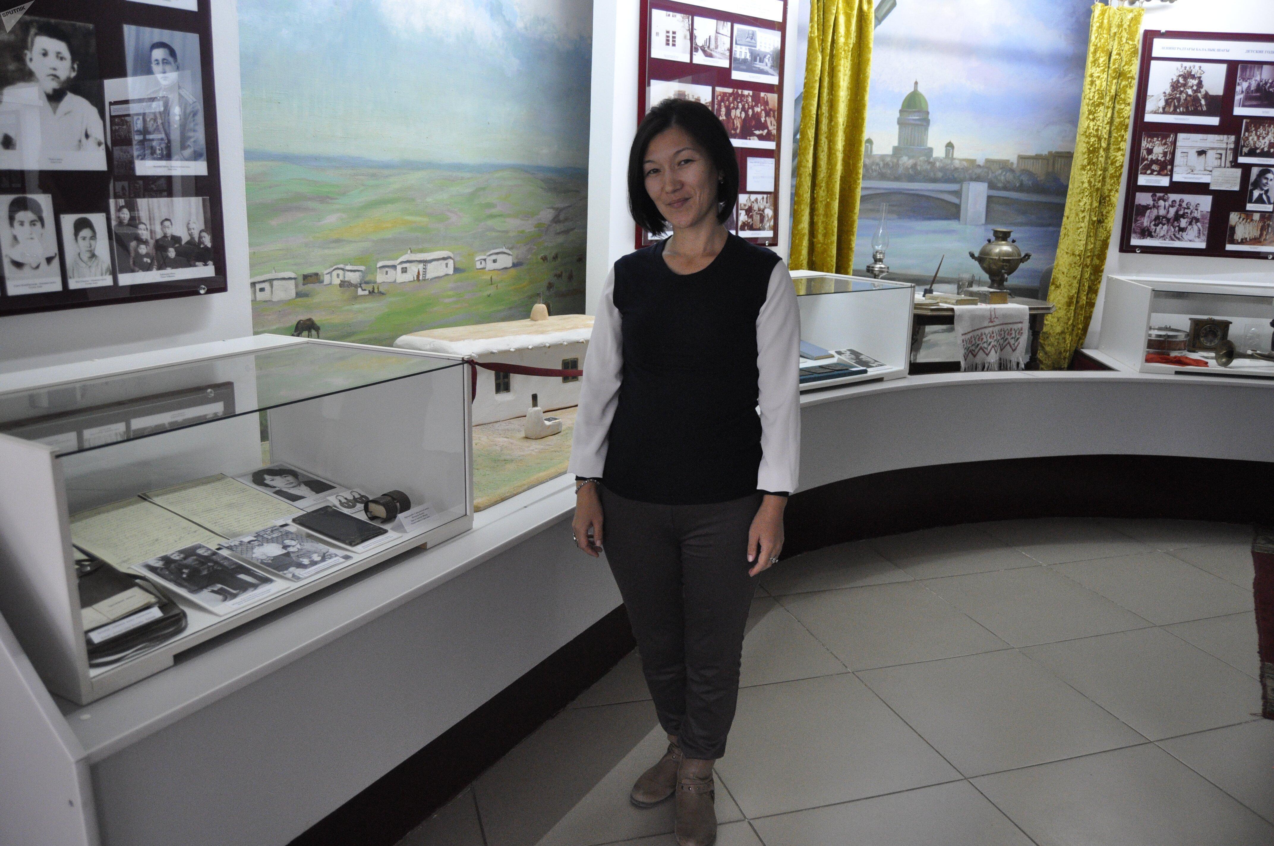 заведующая экскурсионным отделом  музея Алия Агниязова