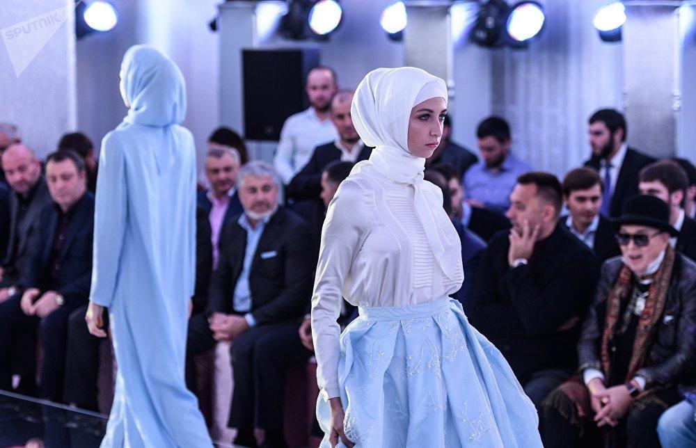 Тимати сАнастасией Решетовой посетили стильный показ дочери Рамзана Кадырова