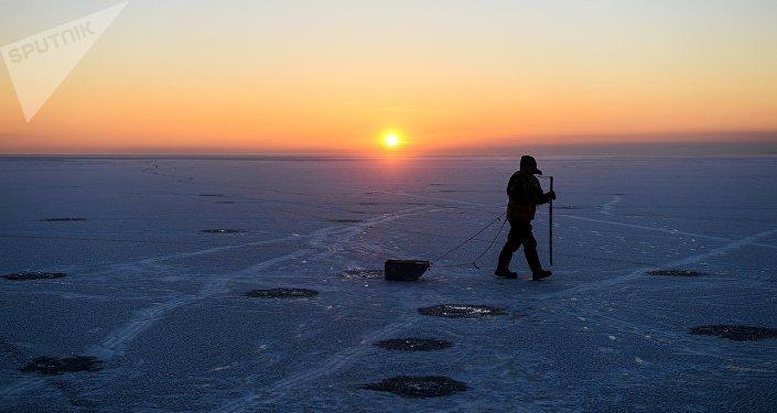 Зимняя рыбалка, архивное фото