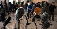 Микрофоны во время переговоров по Сирии