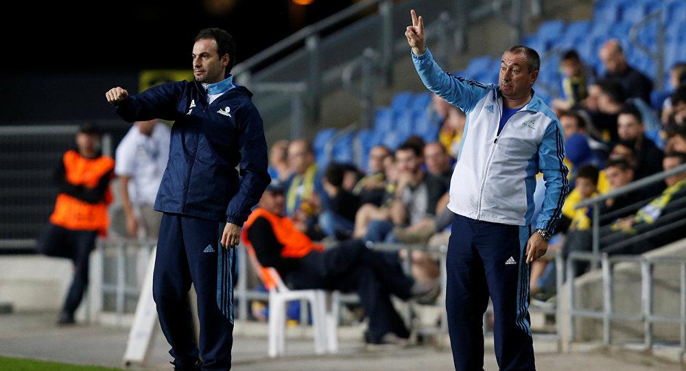 Главный тренер ФК Астана Станимир Стойлов (справа)