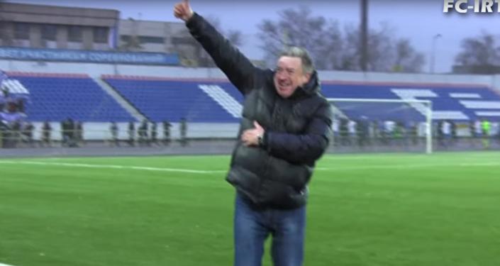 Тренер ФК Иртыш Вячеслав Грозный станцевал лезгинку по поводу выхода в Лигу Европы