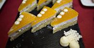 Кусочки торта, архивное фото