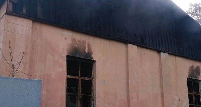 Более 200 человек эвакуировано из-за пожара в цеху в Алматы