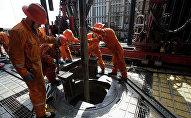 Нефтяники