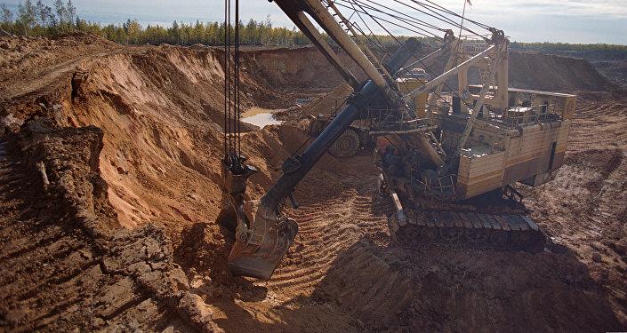 Добыча золотосодержащей руды, архивное фото