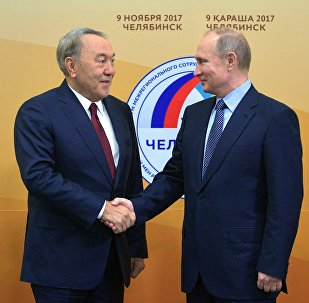 Қазақстан президенті Нұрсұлтан Назарбаев (сол жақта) пен РФ президенті Владимир Путин
