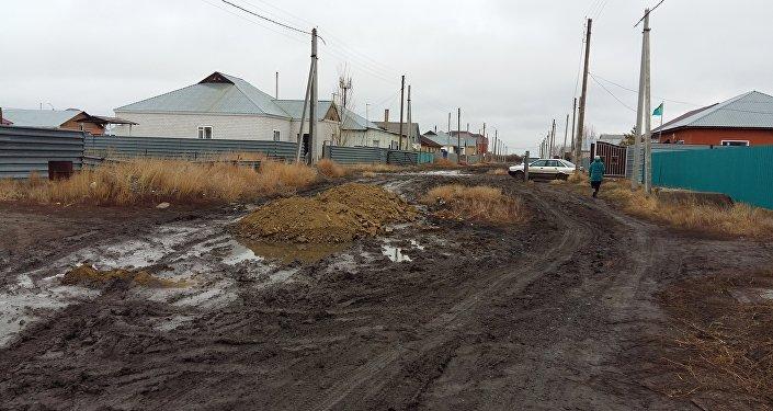 Талапкер ауылдық округінің әкімдігі жаңа ғимаратқа көшкен, жолды жөндеп үлгермей жатыр екен
