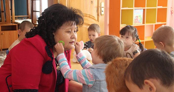 Директор детского дома Умiт Майра Бейсеканова