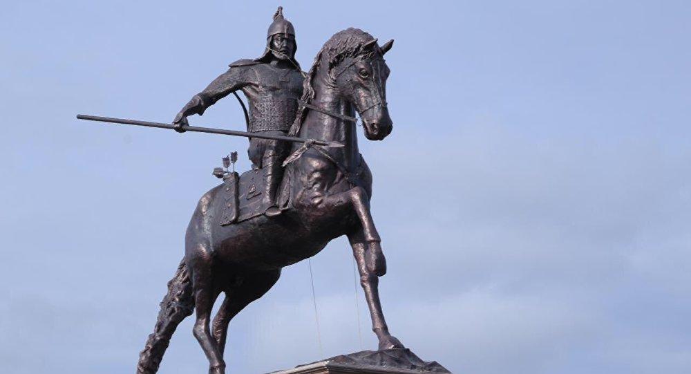 Памятник в честь 350-летия Есет батыра