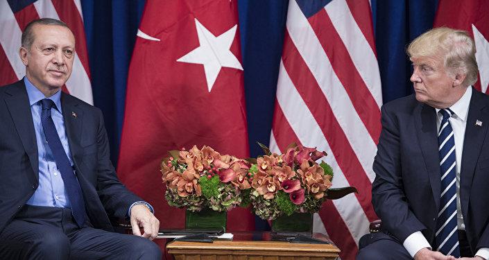 Президент Турции Реджеп Тайип Эрдоган и президент США Дональд Трамп, архивное фото
