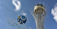 Воздушные шары у монумента Байтерек, архивное фото