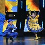 Амиль и Радха на сцене