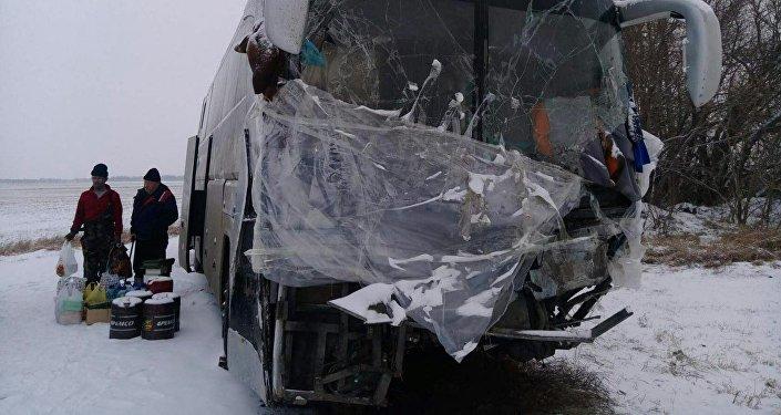 Ресейде жол апатына түскен қазақстандықтар автобуста бес күн түнеген
