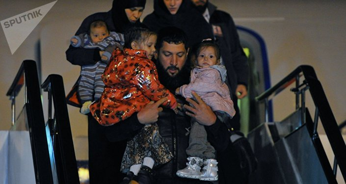 Встреча спасенных в Сирии детей в аэропорту Грозного