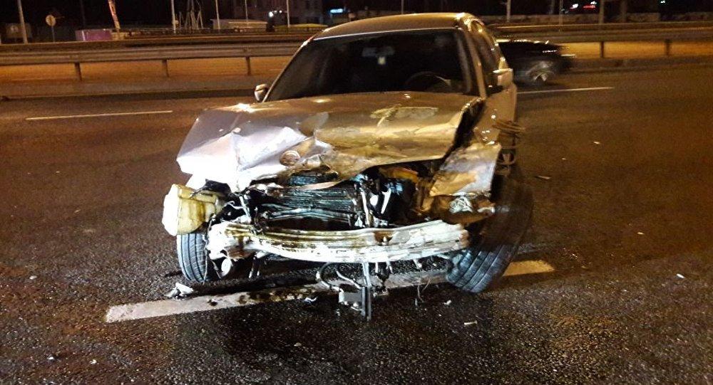 Mercedes E класса и BMW столкнулись в Алматы