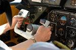 Пилот в кабине самолета L-410, архивное фото