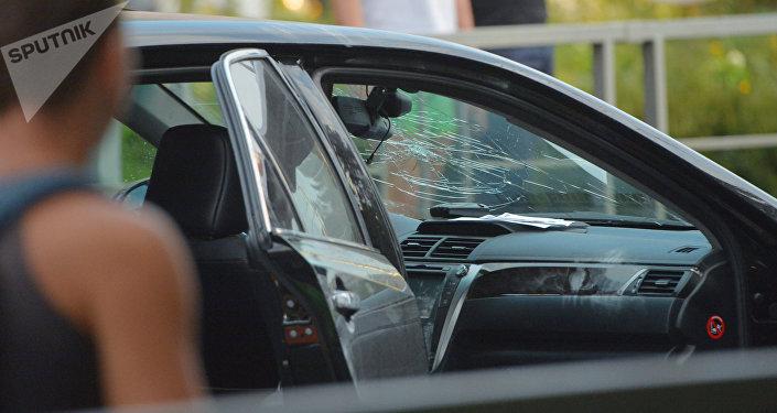 Трещины на лобовом стекле автомобиля