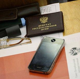 На рабочем месте депутата в зале пленарных заседаний Государственной Думы РФ, архивное фото