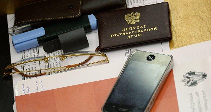 Мемлекеттік дума депутатының жұмыс үстелі, архивтегі фото
