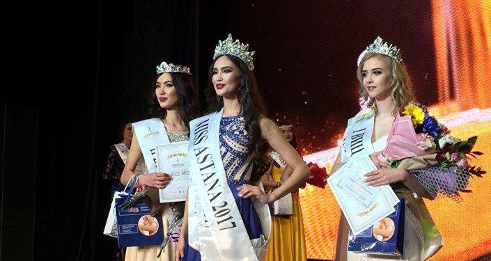 Мисс Астана-2017 Нурсулу Бегжанова, первая вице-мисс Анастасия Шимина и вторая вице-мисс Маймуна Кулькешова