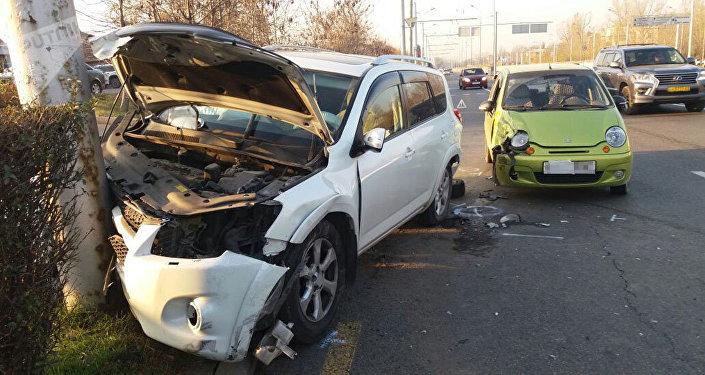Daewoo Matiz и Toyota RAV4 столкнулись на ул. Саина