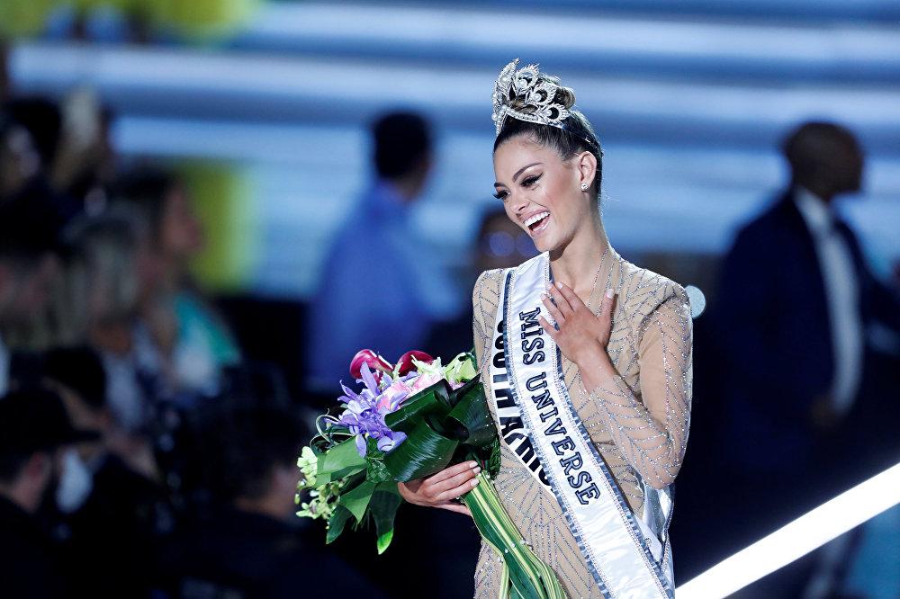 Мисс Вселенная Деми-Ли Нел-Питерс