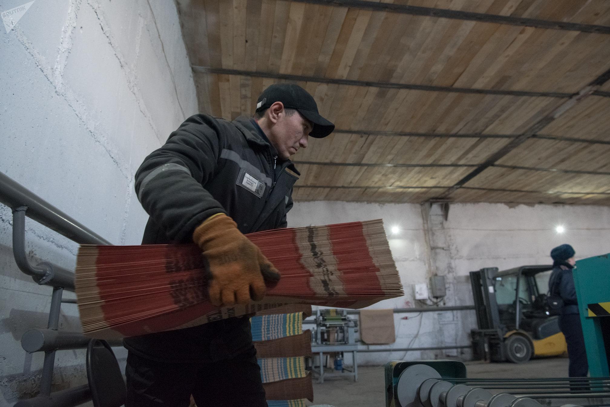 Колония чрезвычайной безопасности ЕЦ-166/5 - единственное пенитенциарное учреждение в Казахстане, где на локальном участке нарушители режима задействованы в работе