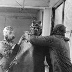 Арнайы топ Чернобыль АЭС реакторының төбесіне шығуға дайындалуда