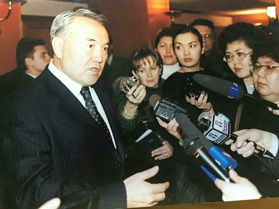 Нурсултан Назарбаев отвечает на вопросы казахстанских журналистов, 2000 год