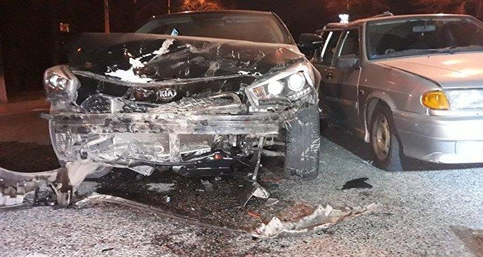 Четыре человека пострадали при столкновении ВАЗ-2114 и KIA Cadenza